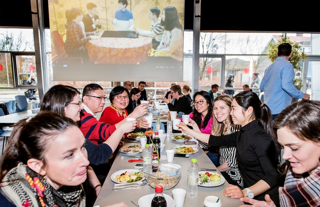 Herboende kinesere viste de danske studerende, hvordan man fejrer nytår i Kina.