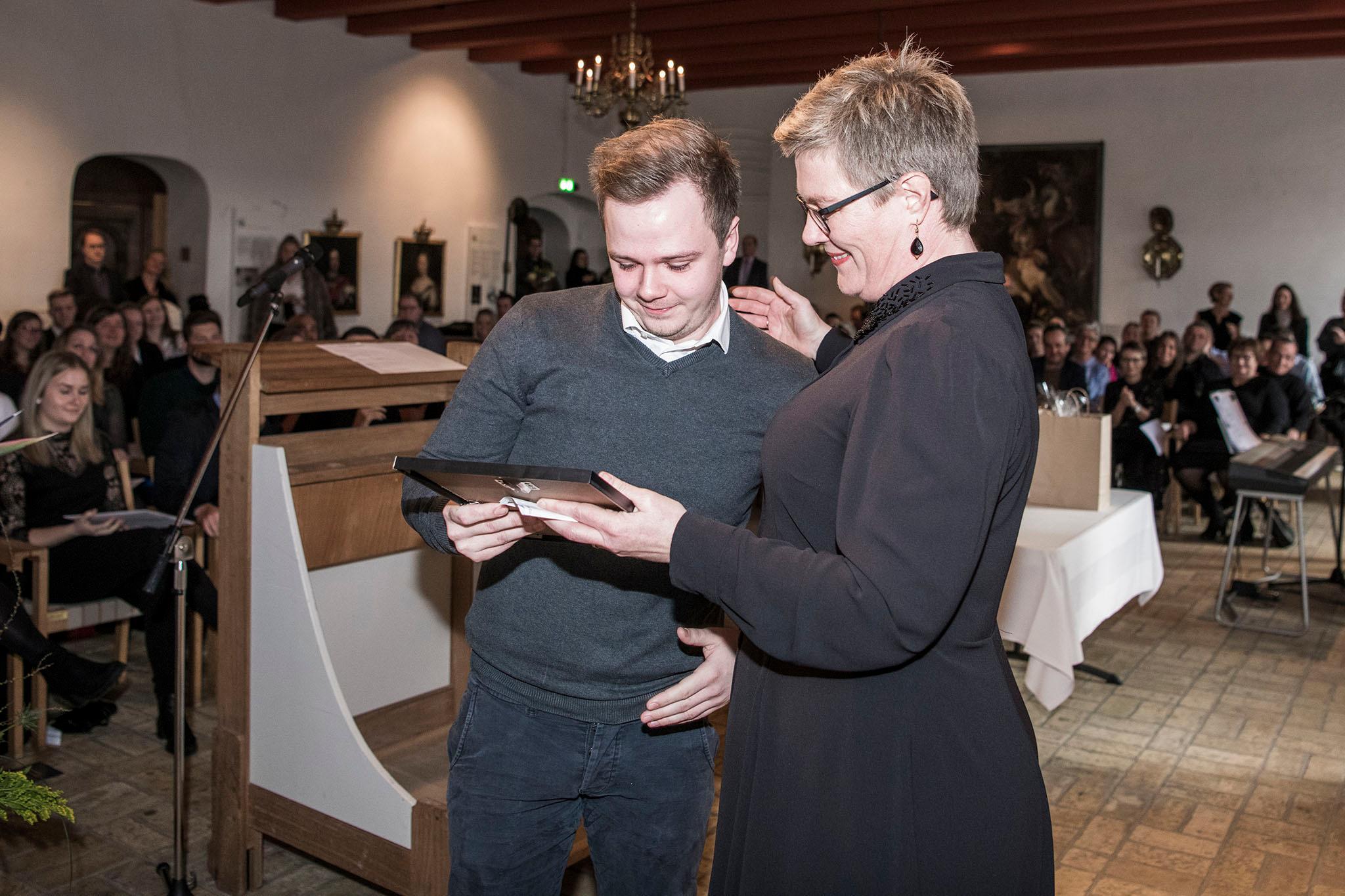 Stemningsbillede fra kirken, da Martin Hansen fik overrakt en pris.